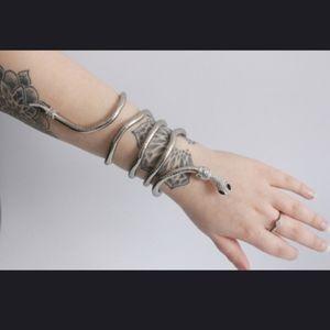 2XHP! NWT Goth Wrap Around Arm Snake Bracelet!